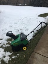 JOHN DEERE TRS21 SNOWBLOWER HAS ELECTRIC START READY TO WORK in Naperville, Illinois