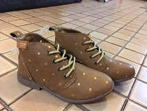 Girl's Osh Kosh gold star shoes Size 10 in Glendale Heights, Illinois