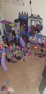 monster high school house and accessories in Fort Hood, Texas