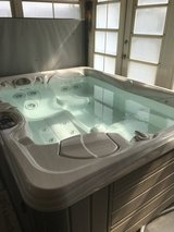 Hot tub therapeutic 3 person less than 2 yrs old in Fort Knox, Kentucky