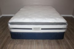 queen mattress- Beautyrest (boxspring included) in Kingwood, Texas