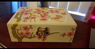 Lacquer Jewelry Boxes in Camp Pendleton, California