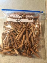 160 vintage clothespins in Bolingbrook, Illinois