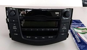 Toyota RAV4 Stereo CD Player w/ new wiring harness fits 2009, 2010, 2011 in Alamogordo, New Mexico