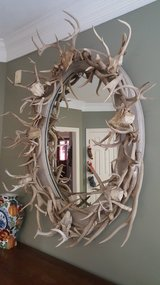 CUSTOM MADE AUTHENTIC ANTLERS HORNS OVAL  MIRROR  IN EXCELLENT CONDITION VERY WELL KEPT. in Houston, Texas