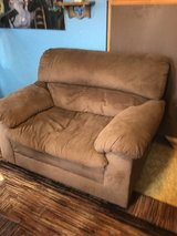 Love seat great condition in Kingwood, Texas