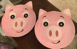 2 Kid's Pig Plates in St. Charles, Illinois