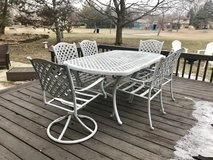 Patio dining table w/6 chairs in Naperville, Illinois