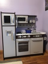 Kid Kraft toy kitchen in Tinley Park, Illinois
