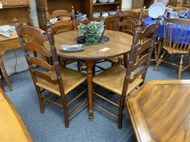 Round table and 4 chairs in Chicago, Illinois