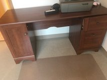 Desk has scratch in Aurora, Illinois