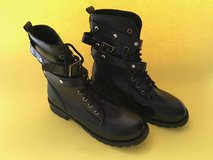 New, never worn black womens boots in Wiesbaden, GE