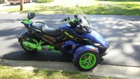 2010 can-am spyder in Tinley Park, Illinois