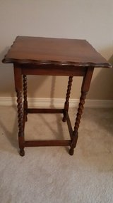 CHARMING ENGLISH OAK BARLEY TWIST TABLE. in Kingwood, Texas