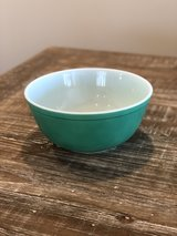 Vintage Pyrex Bowl in Fort Campbell, Kentucky