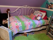 Canopy Twin Daybed w/ Mattress...Great Condition in Byron, Georgia