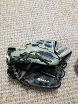 T-ball glove, right handed in Ramstein, Germany
