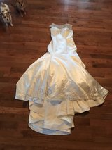 Ivory Wedding Gown Size 12 in Fort Knox, Kentucky