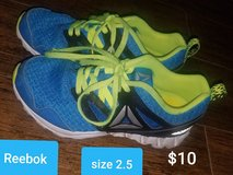 Reebok youth running shoes ~ size 2.5 in Houston, Texas