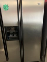 fridge whirpool side by side like new. refrigerador whirpool side by side ( como nuevo) in Houston, Texas