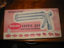 Vintage aluminum cookie gun press by Wear-ever in orig box. in Naperville, Illinois