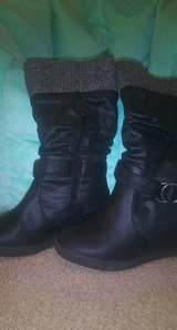 size 6, roxy heel boots in Fort Riley, Kansas