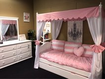 New cottage canopy bed in Fort Knox, Kentucky
