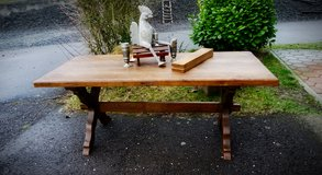 rustic farm house table with bench made of church pew in Wiesbaden, GE