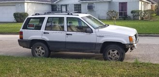 1995 Jeep Grand Cherokee Laredo.  2WD.  4.0L Engine.  Clear Title. $1200.00 in Houston, Texas