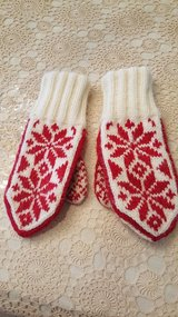 Red & White Women's Mittens in St. Charles, Illinois