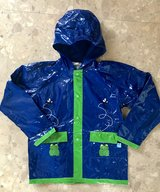 LikeNew Unisex Kids Raincoat Size6/7 in Okinawa, Japan