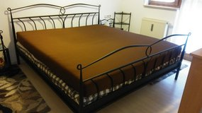 American King size complete bed set w. 2 mattresses in Wiesbaden, GE