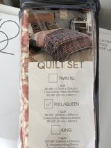 Full/Queen Quilt Set with Shams in Fort Campbell, Kentucky