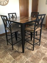 Kitchen table and chairs in Leesville, Louisiana