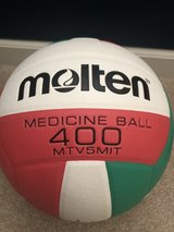 Molten setters practice ball in Chicago, Illinois