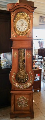one of a kind grandfather clock with moving ornament in the pendulum in Spangdahlem, Germany