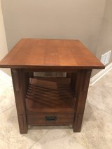 Broyhill end table in Lockport, Illinois