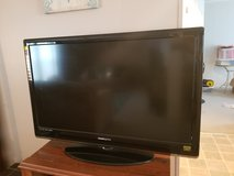 42 inch t.v. in Camp Lejeune, North Carolina