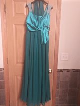 Green prom/special event dress size 6 in Bolingbrook, Illinois