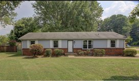 House mulched , weeded , and bushes trim and removed in Fort Campbell, Kentucky