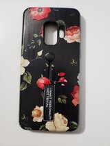 Samsung Galaxy S9 flowers/red roses case with built-in stand and finger strap in Ramstein, Germany