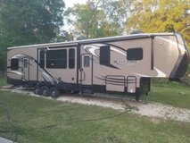 2014 Fifth wheel Toyhauler in Spring, Texas