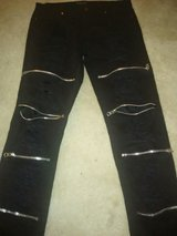 Juniors Black Ripped/Zippered Jeans Size 28/30 in Fort Bragg, North Carolina