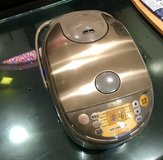 Excellent condition Japanese rice cooker Zojirushi in Okinawa, Japan