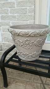 Planter with garland pattern in Kingwood, Texas