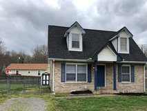 3 bedroom, 1 1/2 bath, fenced yard, Pet's OK, central heat and air, dishwashwer, stove, frig in Fort Campbell, Kentucky