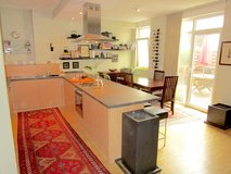 Very central, Nerotal 3BR, 138 sqm apartment, American landlord, lots of extras in Wiesbaden, GE