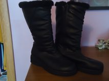 outbrook brand boots sz9 in Glendale Heights, Illinois
