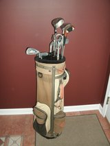 Mens RH Starter Golf Set with Bag Balls and Tees in Lockport, Illinois