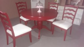 Kitchen table with 4 chairs in Plainfield, Illinois